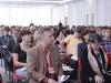 Участники изучают программки конференции